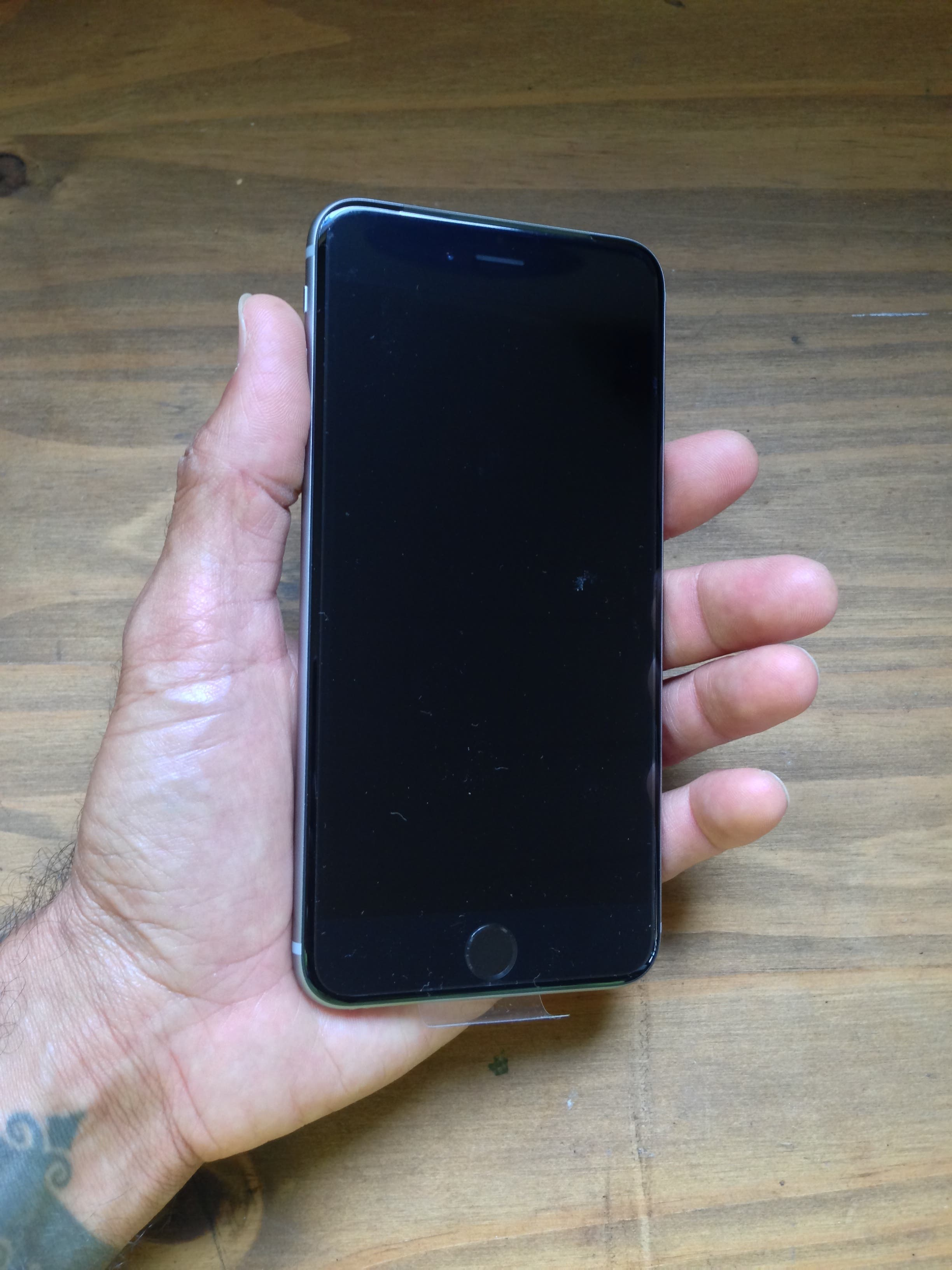 Hello iPhone 6 Plus: First Impressions and Unboxing