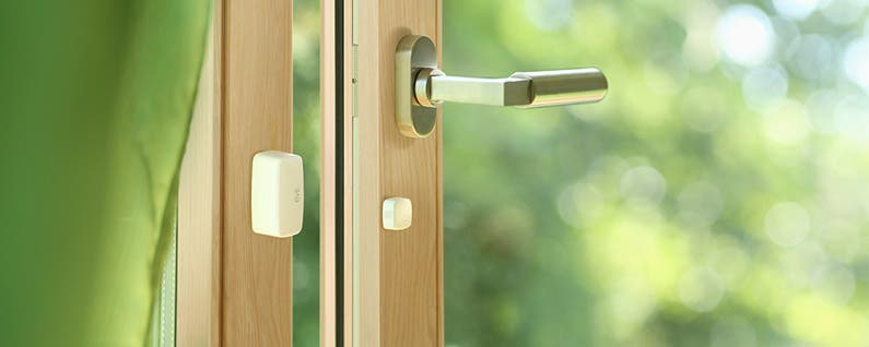 Eve Door & Window Tracks Opening and Closing