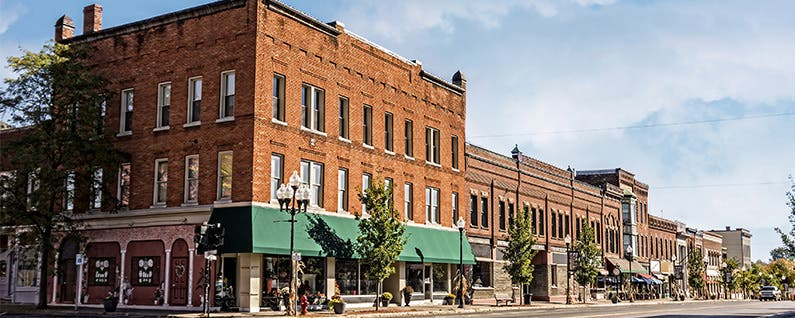 pros and cons of living in a small town essay There are pros and cons of you'll want to factor in the cost of living before you accept an you will miss out on all the pros of a small college town.