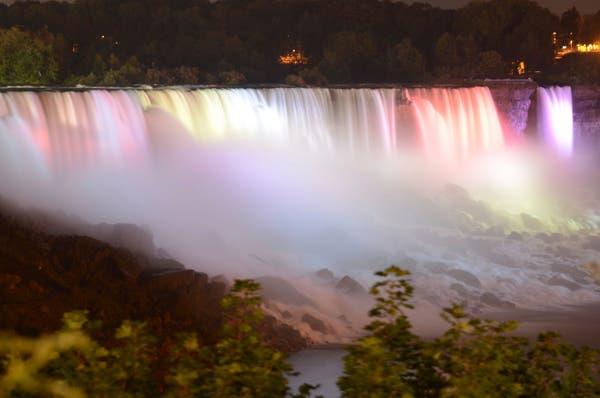 Niagra Falls by Kurt VanDeMark